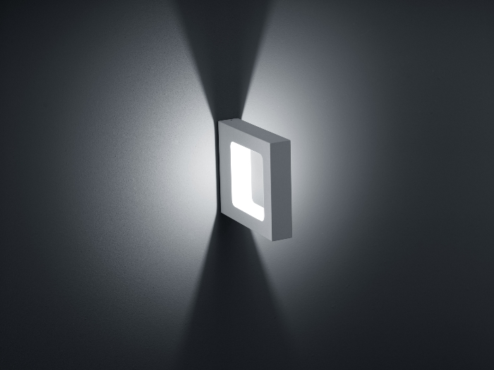 WIK - LED-Wandleuchte in silbergrau - mattweiß von Helestra